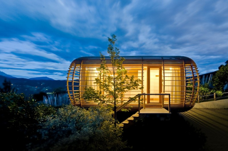 The-Nomadic-Fincube-House-by-Studio-Aisslinger-15-800x530