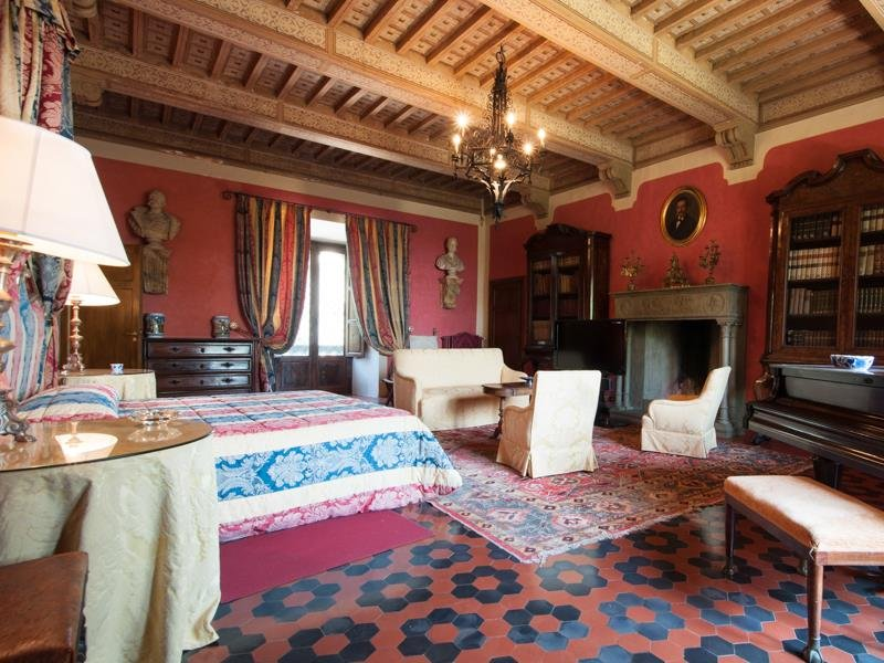 Castello-di-Magona-in-Tuscany-Bedroom