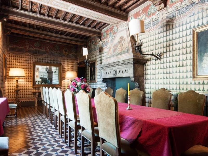Castello-di-Magona-in-Tuscany-Dinning-Table