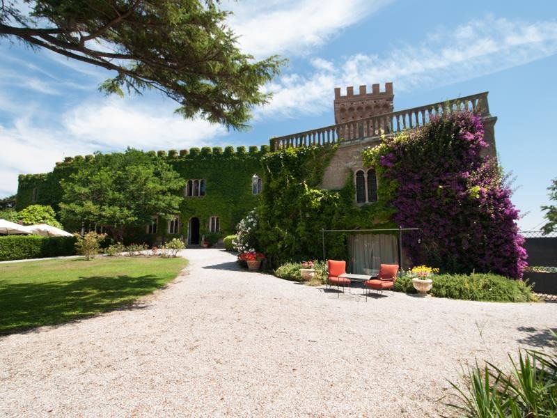 Magnificent-Castello-di-Magona-in-Tuscany-for-Sale